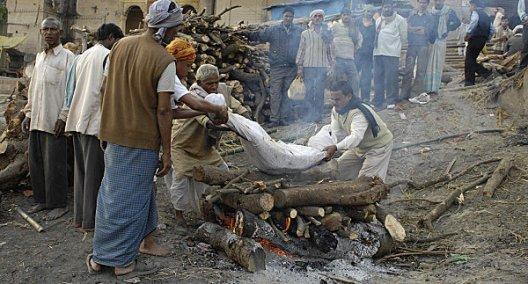 varanasi-cremation-process